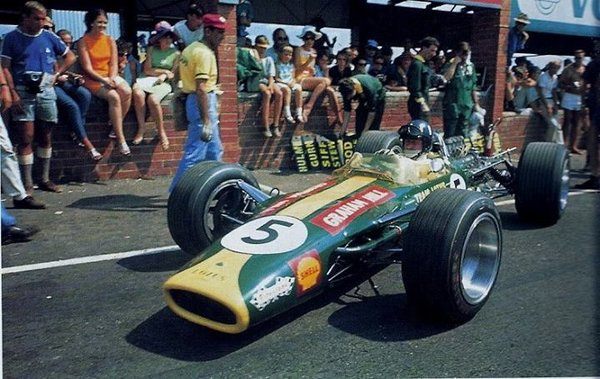 1968 South African GP Kyalami - Graham Hill - Lotus-Cosworth 49 - Race on 1st of january.jpg